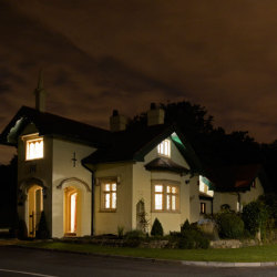 hafod-lodge-night